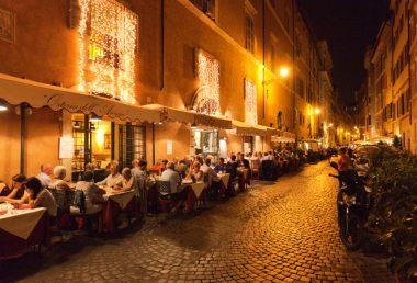 Bologna si svela (in una sola) di notte: non i soliti locali per turisti