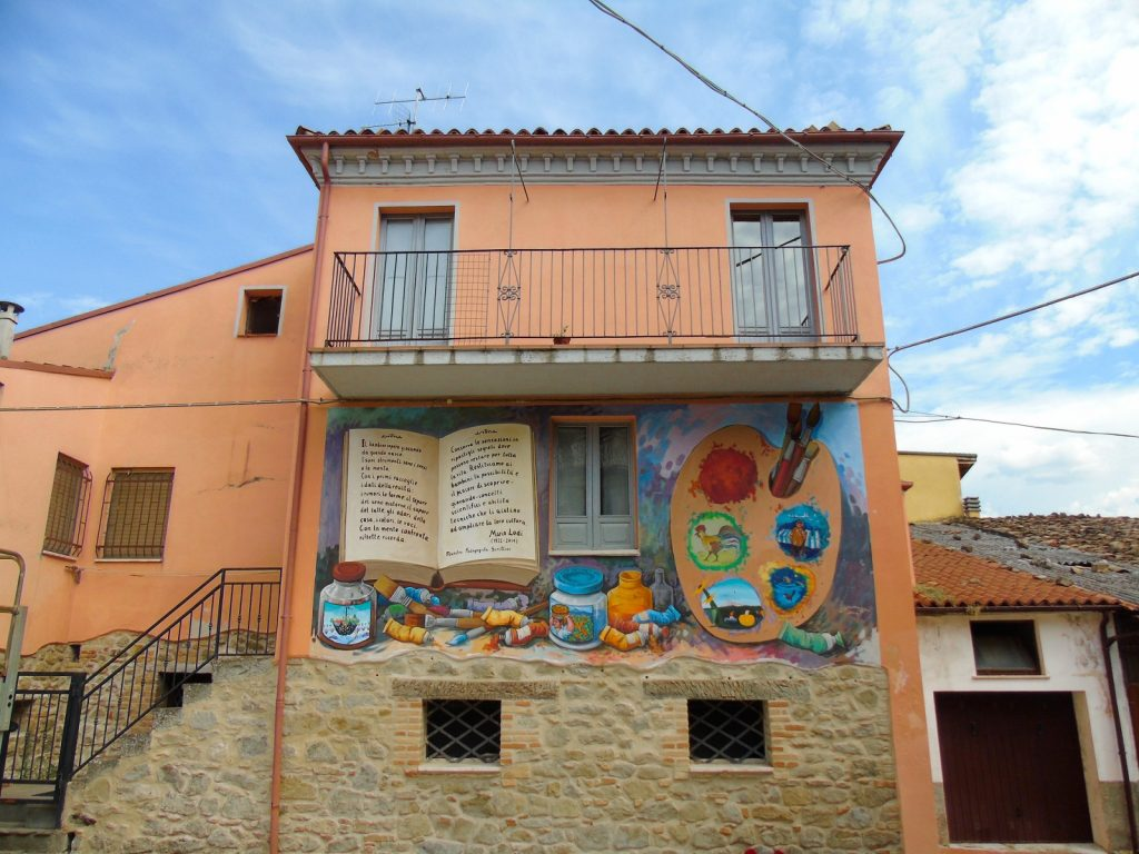 Azzinano-i-muri-raccontano-con-murales