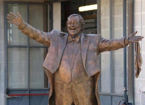statua-di-luciano-pavarotti-a-modena