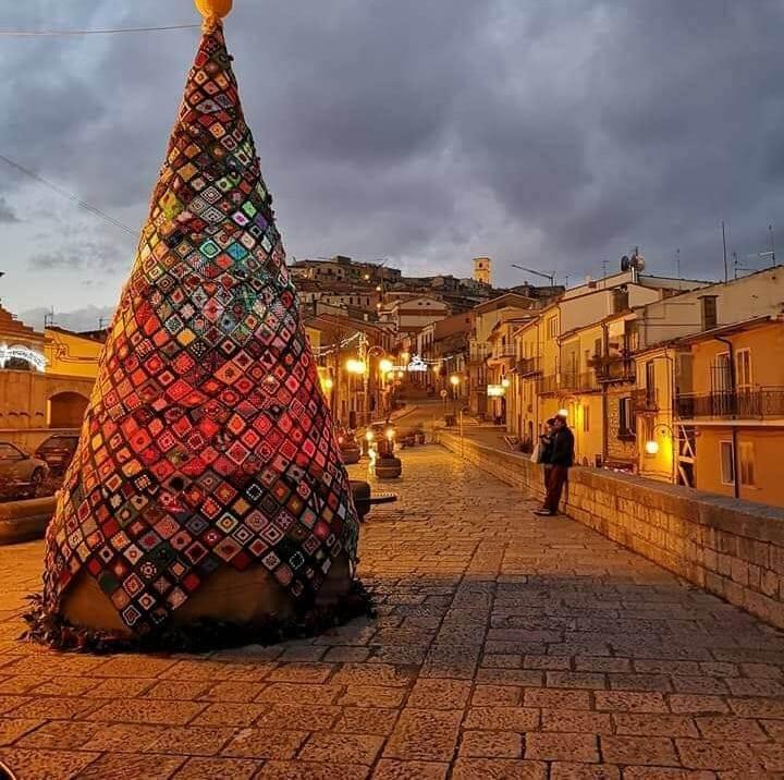 Albero di Natale all'uncinetto a Trivento