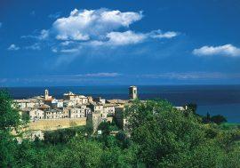 Il borgo medievale nelle Marche: Torre di Palme