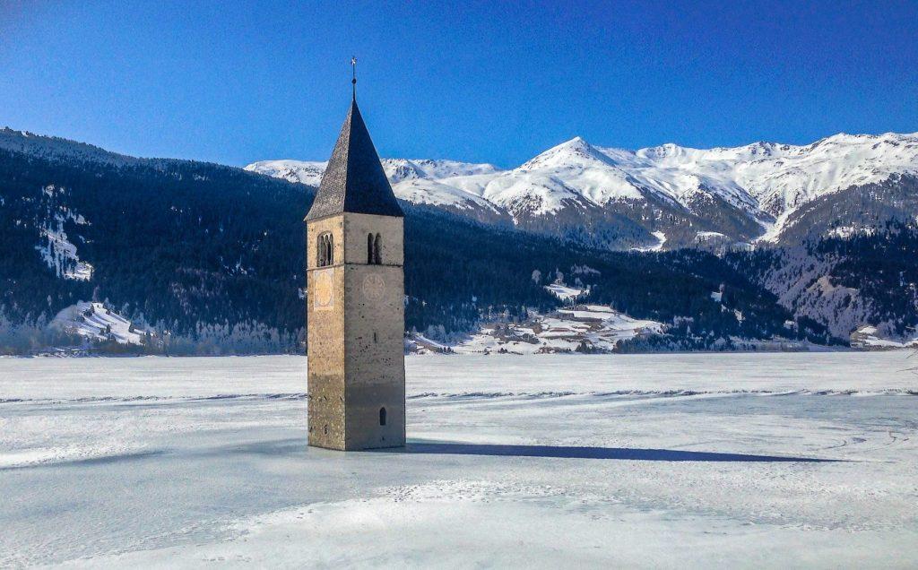 resia-lake-reschensee-snow