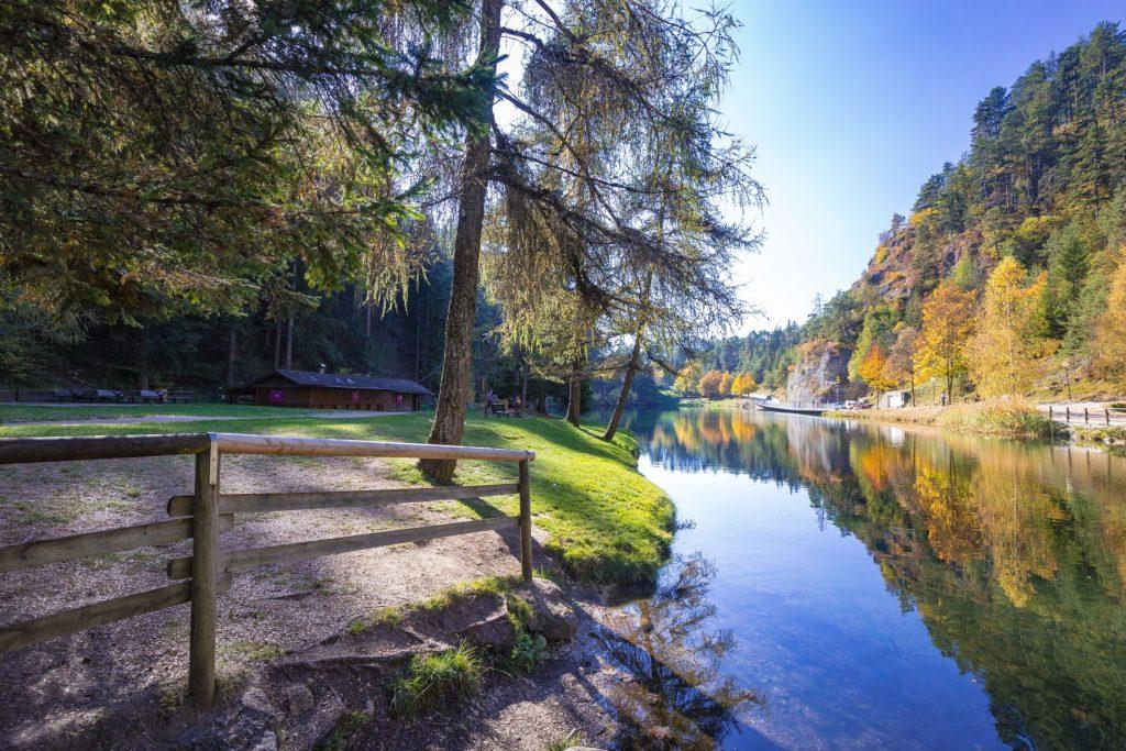 lago-smeralda-rio-sass-canyon-trento