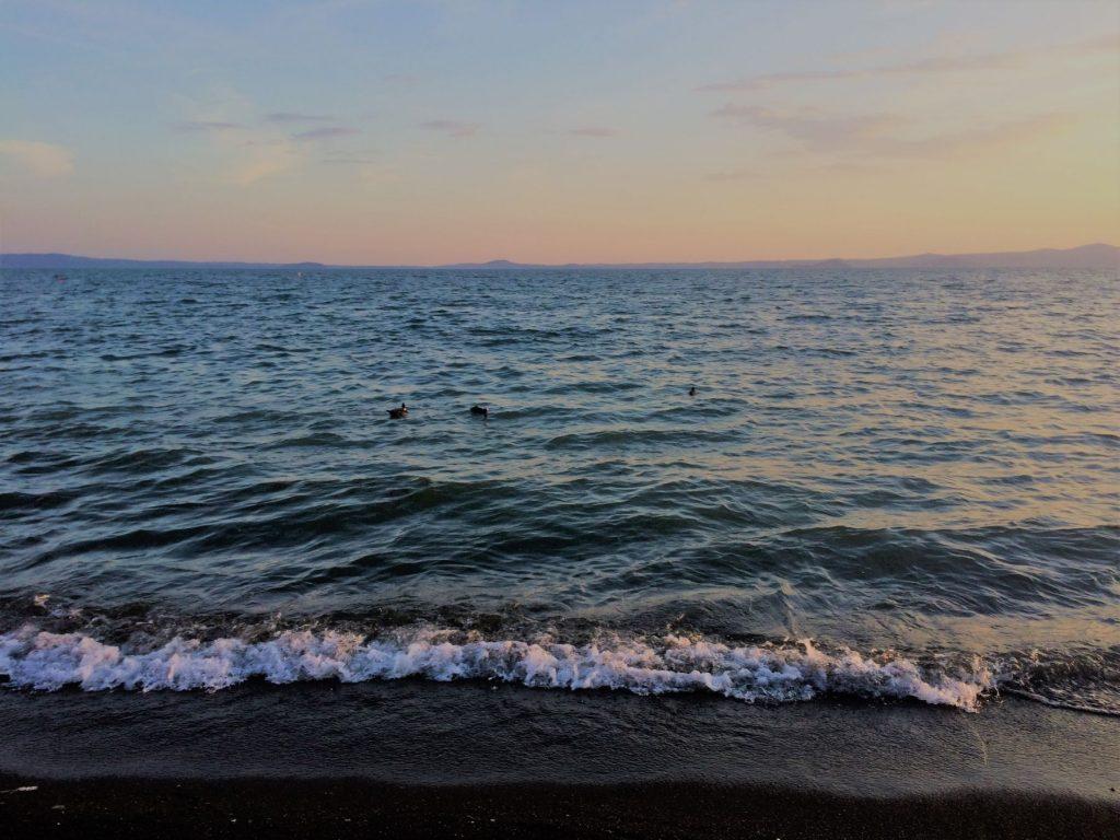 lago-bolsena-lazio-sabbia