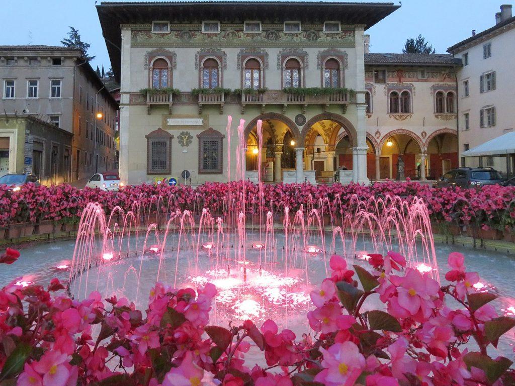 rovereto-fontana-piazza-trentino