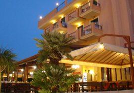 Where to Stay on the Teramana Coast: Hotel Il Casale in Martinsicuro