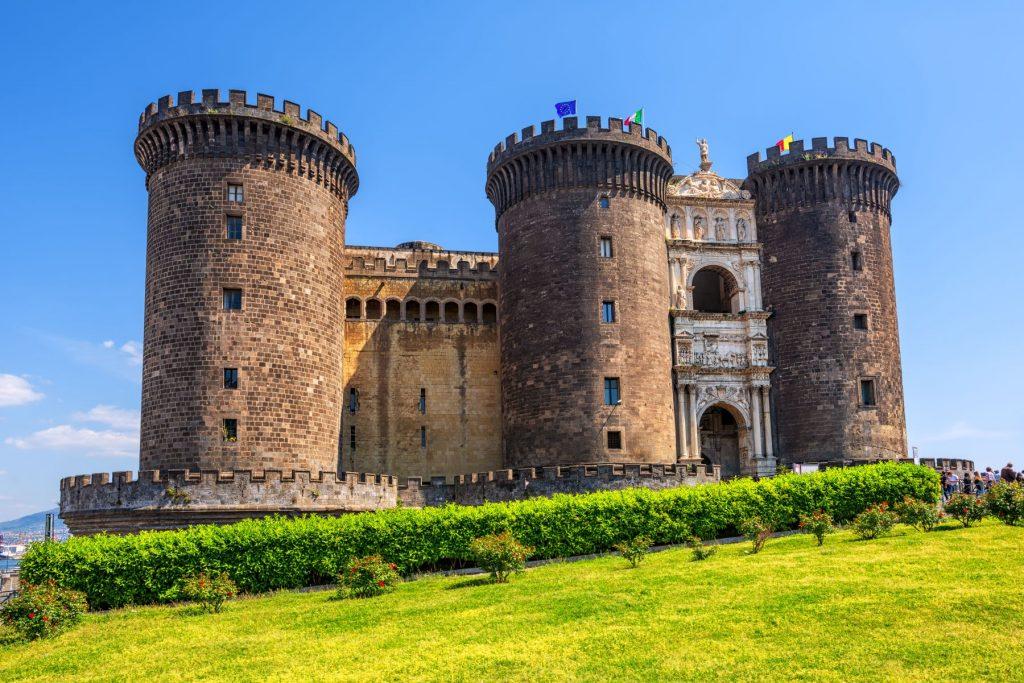 castel-nuovo-angioino-napoli