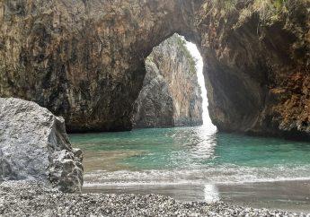 San Nicola Arcella e la spiaggia di Arcomagno in Calabria