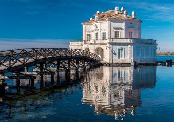Idee insolite a Napoli: Visitare la Casina Vanvitelliana a Bacoli