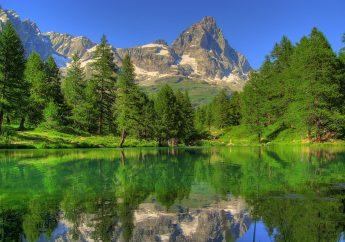 Il Magnifico Lago Blu del Monte Cervino